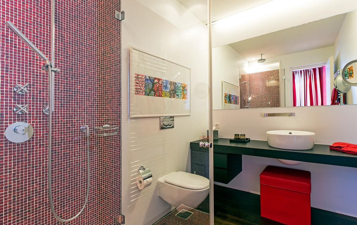 Kings-avenue-st-moritz-snow-tv-wifi-indoor-jacuzzi-childfriendly-covered-parking-fireplace-area-st-mortiz-005-19