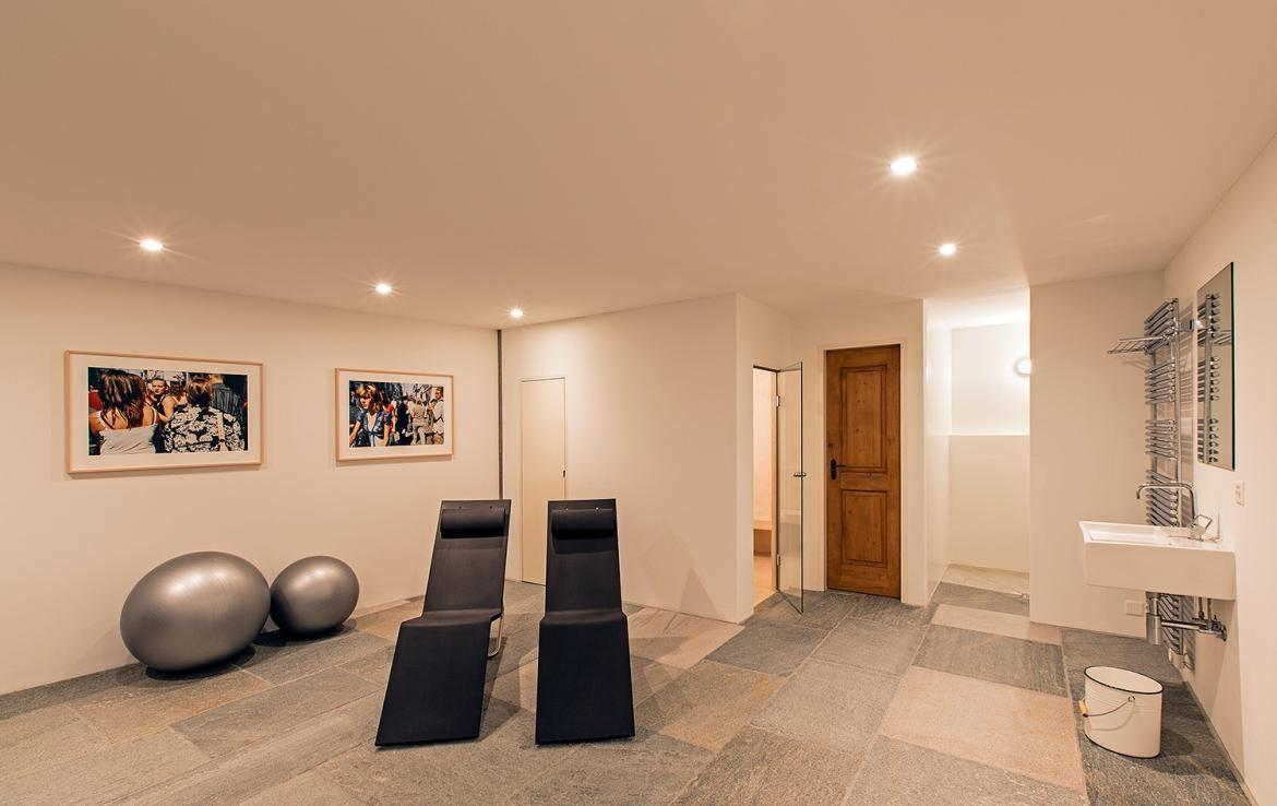 Kings-avenue-st-moritz-snow-wifi-childfriendly-covered-parking-kids-playroom-games-room-gym-boot-heaters-fireplace-welness-hammam-area-st-mortiz-002-21