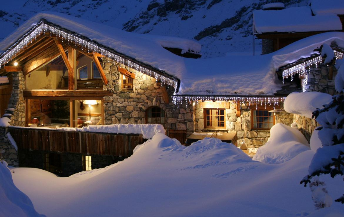 Kings-avenue-val-disere-snow-chalet-childfriendly-boot-heaters-fireplace-ski-in-ski-out-2-outdoor-hottubs-val-disere-021-12
