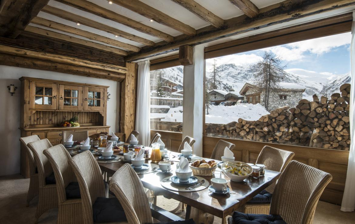 Kings-avenue-val-disere-snow-chalet-childfriendly-boot-heaters-fireplace-ski-in-ski-out-2-outdoor-hottubs-val-disere-021-4