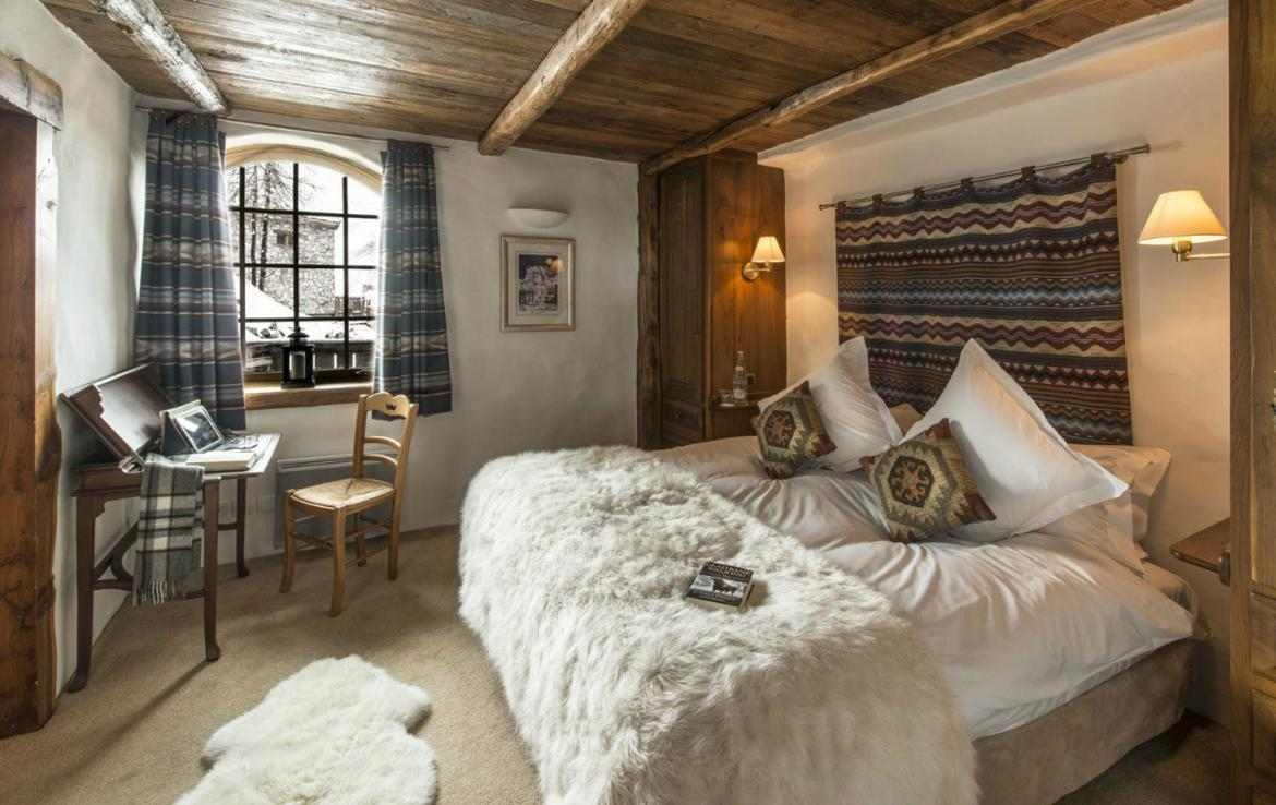 Kings-avenue-val-disere-snow-chalet-childfriendly-boot-heaters-fireplace-ski-in-ski-out-2-outdoor-hottubs-val-disere-021-6