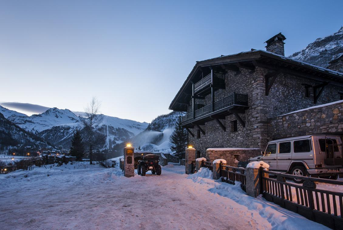 Kings-avenue-val-disere-snow-chalet-sauna-hammam-parking-ski-in-ski-out-fireplace-wellness-area-val-disere-019-1