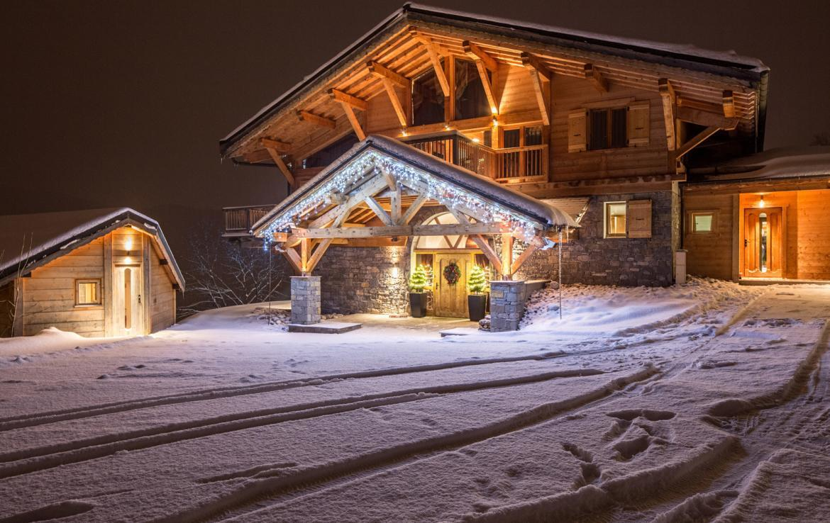 Kings-avenue-various-alpine-resorts-snow-chalet-sauna-gym-parking-childfriendly-grand-piano-fireplace-les-gets-001-1
