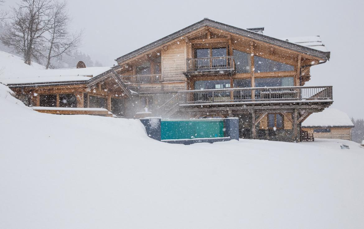Kings-avenue-various-alpine-resorts-snow-chalet-sauna-gym-parking-childfriendly-grand-piano-fireplace-les-gets-001-25