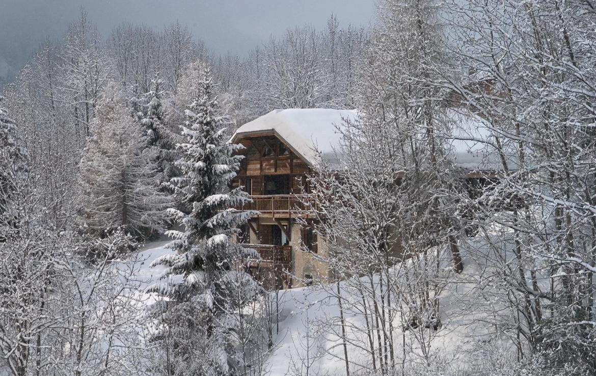 Kings-avenue-various-alpine-resorts-snow-chalet-sauna-outdoor-jacuzzi-childfriendly-parking-fireplace-les-gets-001-1