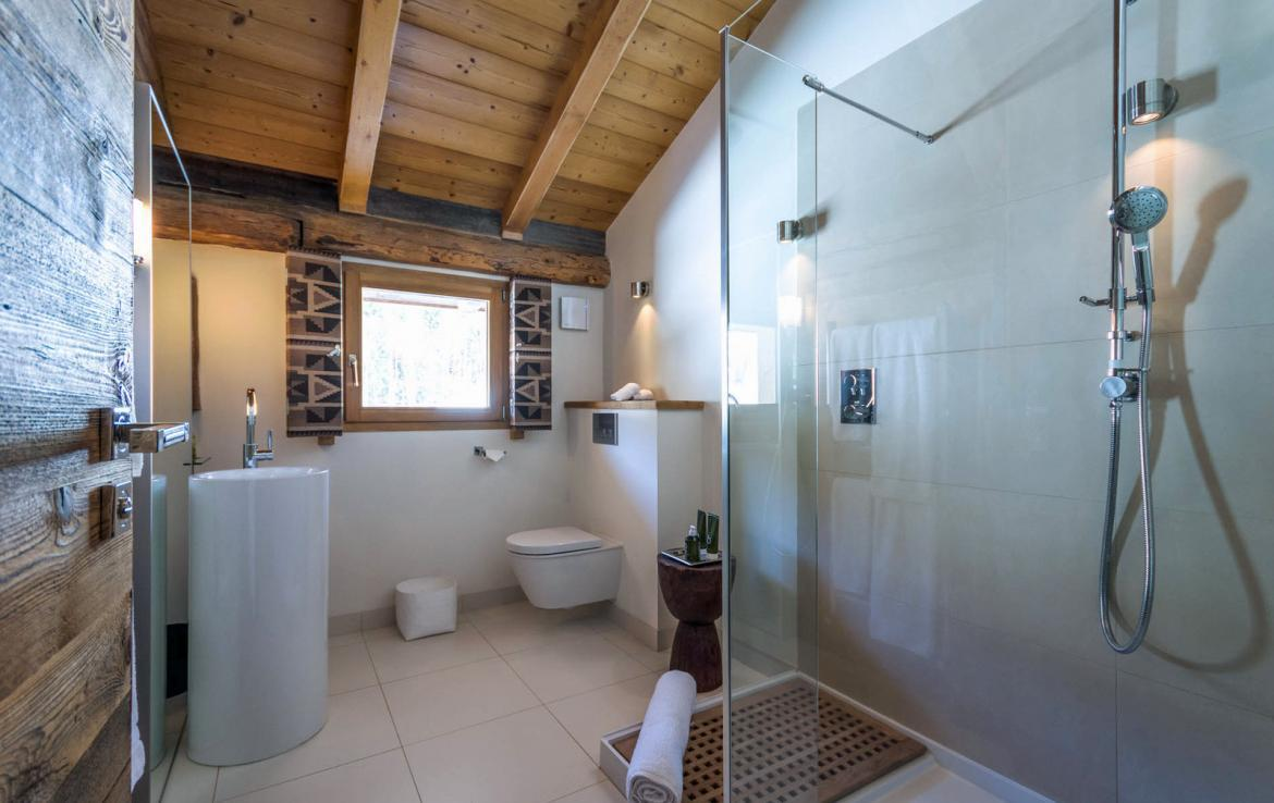 Kings-avenue-various-alpine-resorts-snow-chalet-sauna-outdoor-jacuzzi-fireplace-childfriendly-parking-les-gets-002-17
