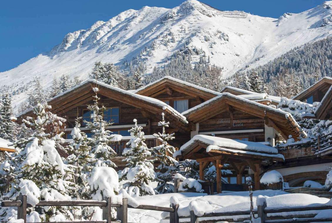Kings-avenue-verbier-snow-chalet-hammam-swimming-pool-boot-heaters-fireplace-cinema-005-1