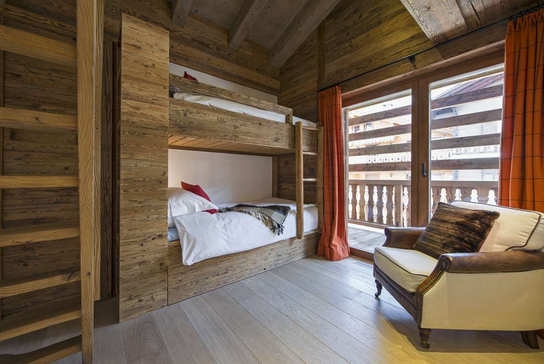 Kings-avenue-verbier-snow-chalet-outdoor-jacuzzi-childfriendly-fireplace-040-12