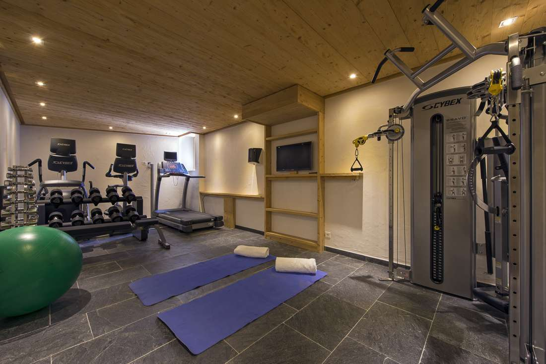 Kings-avenue-verbier-snow-chalet-outdoor-jacuzzi-childfriendly-fireplace-040-16