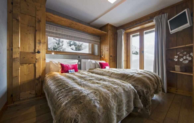 Kings-avenue-verbier-snow-chalet-outdoor-jacuzzi-parking-childfriendly-massage-room-081-11