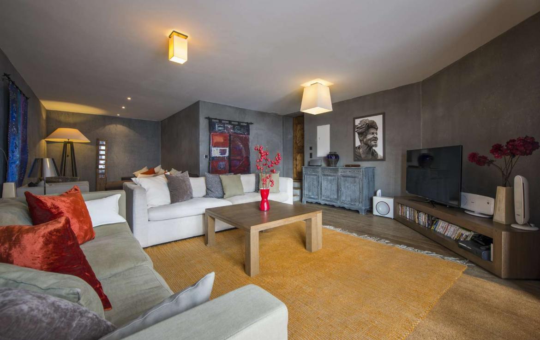 Kings-avenue-verbier-snow-chalet-outdoor-jacuzzi-parking-childfriendly-massage-room-081-8