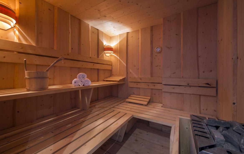 Kings-avenue-verbier-snow-chalet-sauna-hammam-swimming-pool-fireplace-wine-cellar-010-12