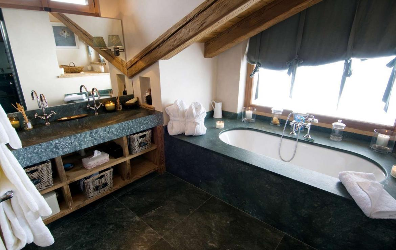 Kings-avenue-verbier-snow-chalet-sauna-hammam-swimming-pool-fireplace-wine-cellar-010-18