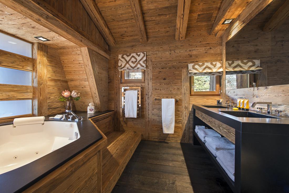 Kings-avenue-verbier-snow-chalet-sauna-jacuzzi-hammam-swimming-pool-parking-cinema-011-18