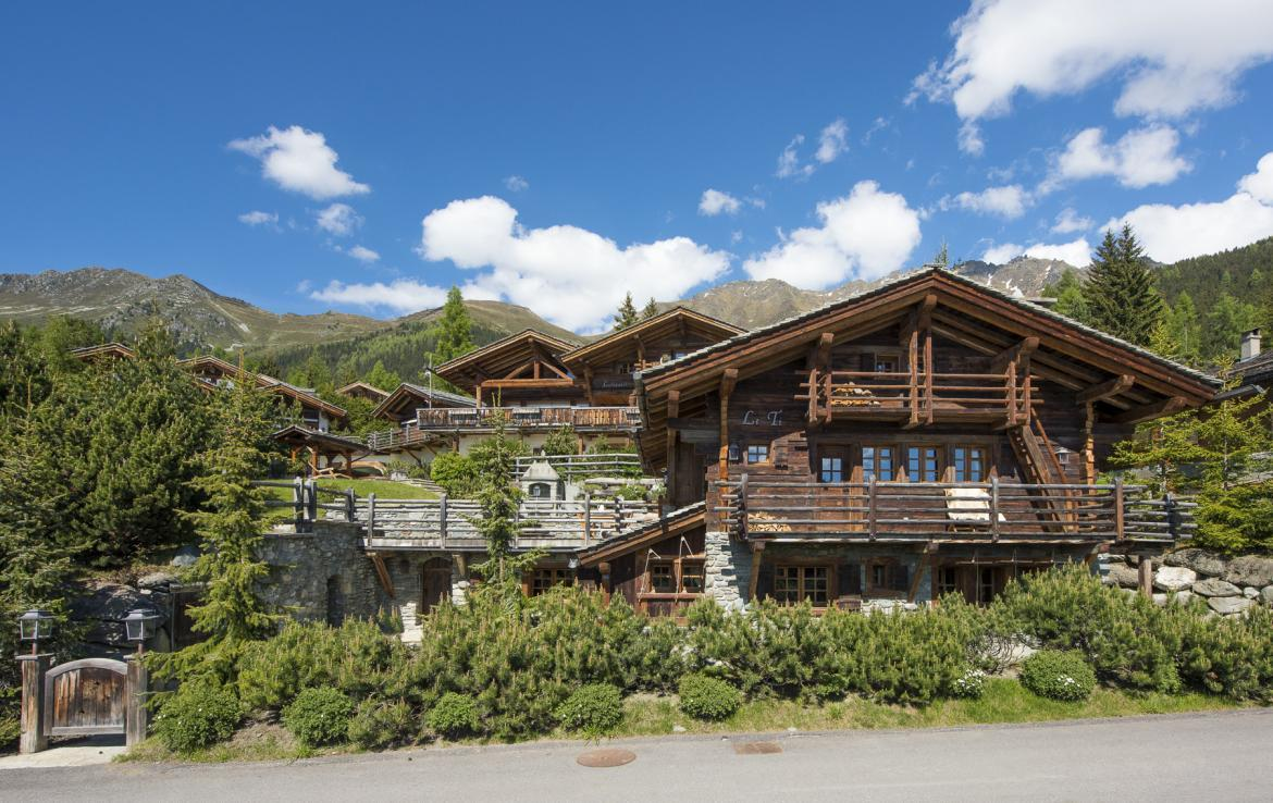Kings-avenue-verbier-wifi-jacuzzi-childfriendly-parking-fireplace-pool-table-bar-area-verbier-021