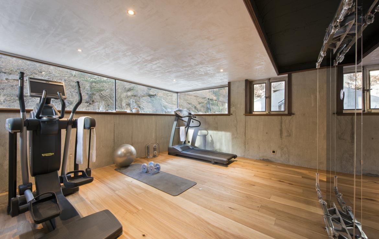 Kings-avenue-zermatt-snow-chalet-jacuzzi-sauna-hammam-games-room-012-11