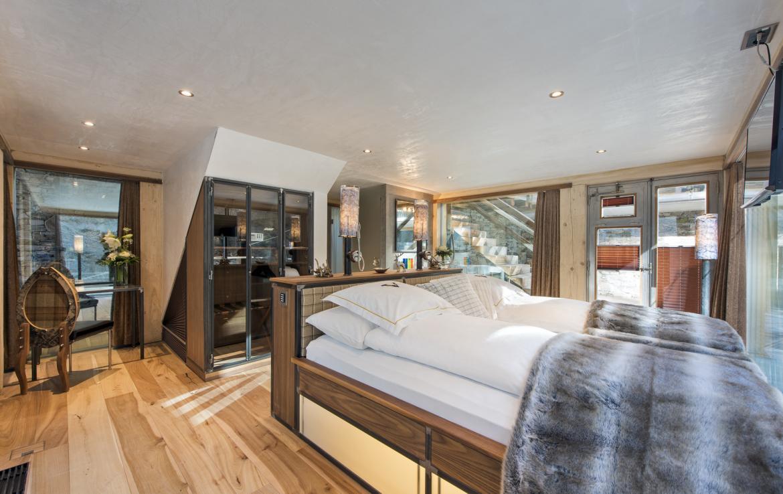 Kings-avenue-zermatt-snow-chalet-jacuzzi-sauna-hammam-games-room-012-15