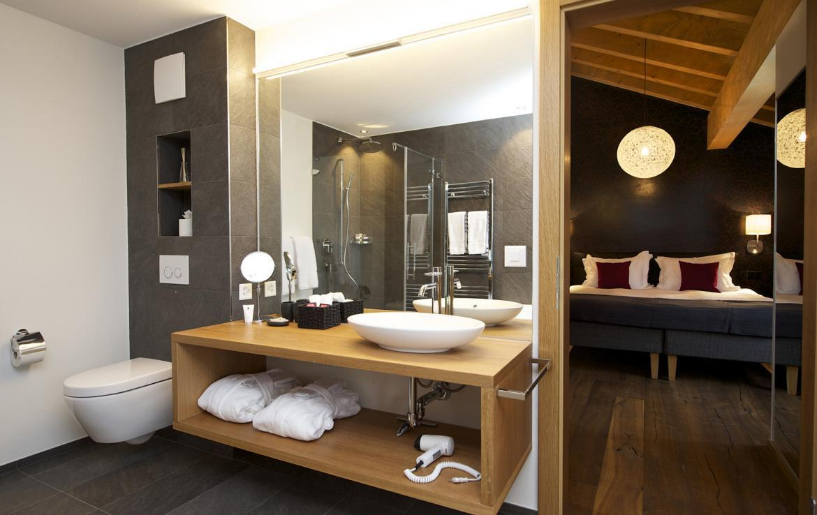 Kings-avenue-zermatt-snow-chalet-outdoor-jacuzzi-childfriendly-fitness-room-massage-area-014-3
