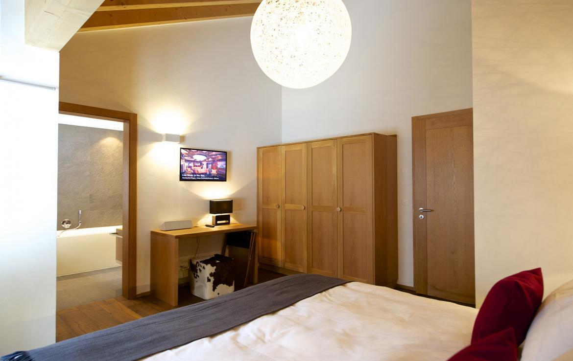 Kings-avenue-zermatt-snow-chalet-outdoor-jacuzzi-childfriendly-fitness-room-massage-area-014-4