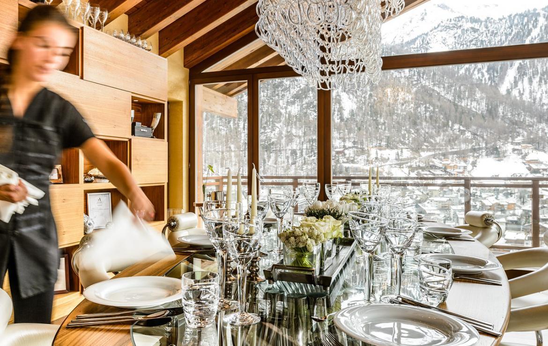 Kings-avenue-zermatt-snow-chalet-sauna-hammam-boot-heaters-library-wellness-02-15