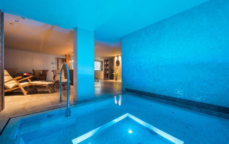 Kings-avenue-zermatt-snow-chalet-sauna-indoor-jacuzzi-fireplace-gym-ski-in-ski-out-08-10