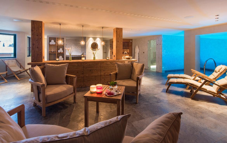 Kings-avenue-zermatt-snow-chalet-sauna-indoor-jacuzzi-fireplace-gym-ski-in-ski-out-08-11