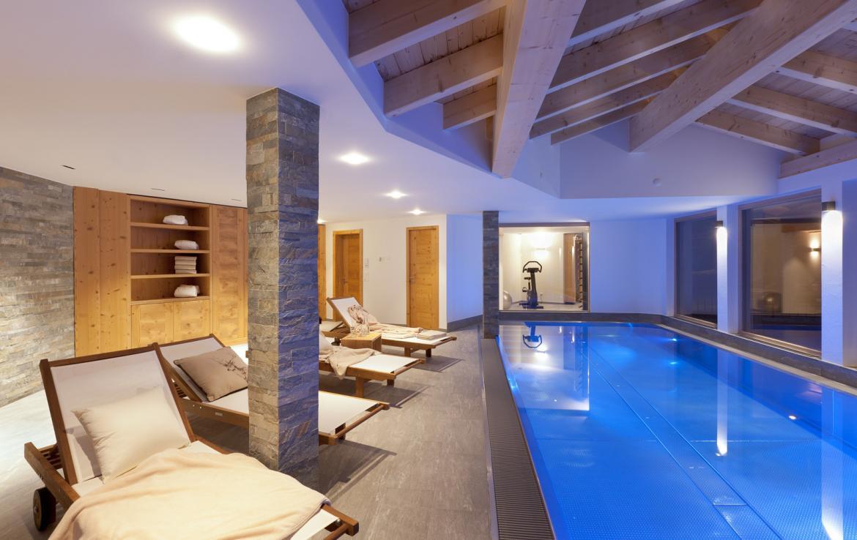 Kings-avenue-zermatt-snow-chalet-sauna-swimming-pool-childfriendly-fireplace-lift-09-11
