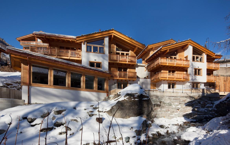 Kings-avenue-zermatt-snow-chalet-sauna-swimming-pool-childfriendly-fireplace-lift-09-3
