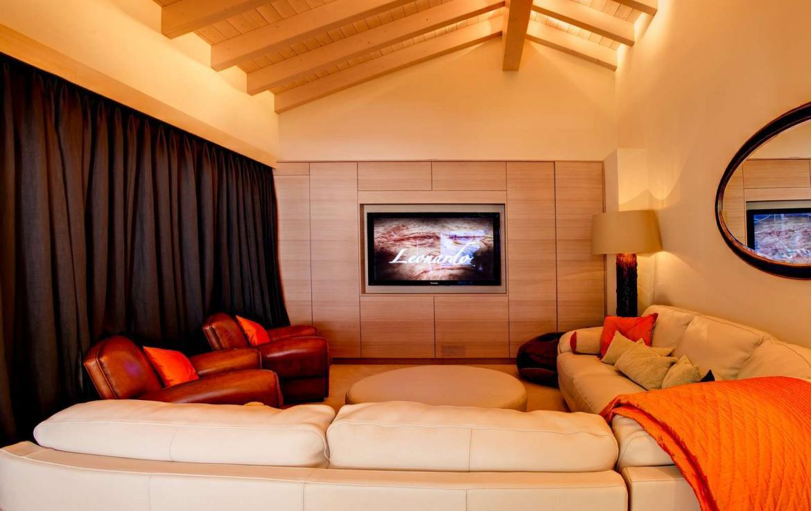 Kings-avenue-zermatt-snow-chalet-wi-fi-sauna-cinema-childfriendly-fireplace-massage-room-04-11