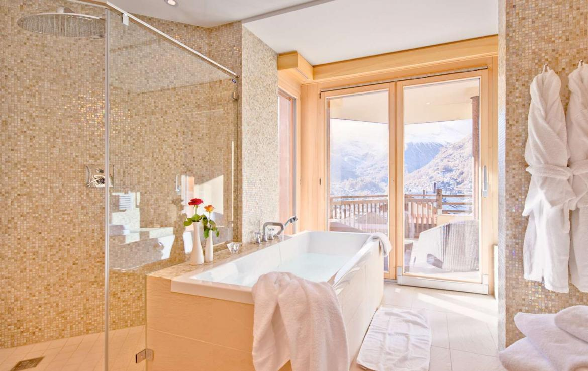 Kings-avenue-zermatt-snow-chalet-wi-fi-sauna-cinema-childfriendly-fireplace-massage-room-04-17