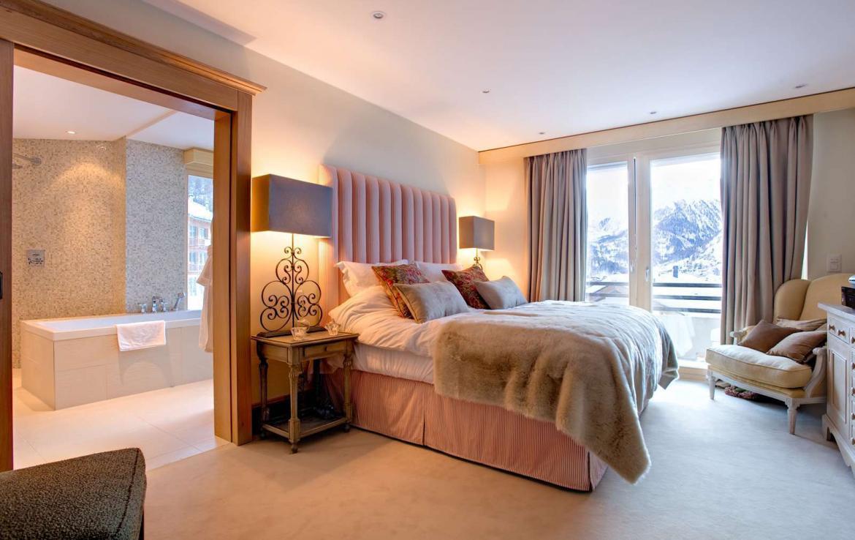 Kings-avenue-zermatt-wifi-sauna-jacuzzi-childfriendly-cinema-games-room-fireplace-pilates-yoga-room-balconies-area-zermatt-004-12