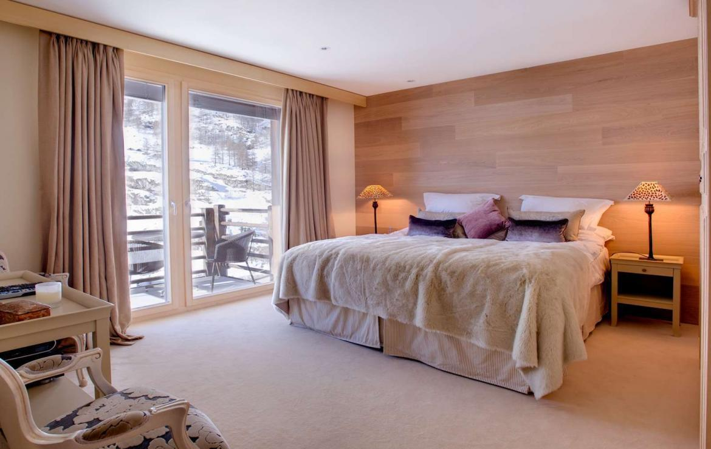 Kings-avenue-zermatt-wifi-sauna-jacuzzi-childfriendly-cinema-games-room-fireplace-pilates-yoga-room-balconies-area-zermatt-004-16