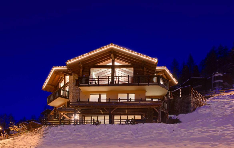 Kings-avenue-zermatt-wifi-sauna-jacuzzi-childfriendly-cinema-games-room-fireplace-pilates-yoga-room-balconies-area-zermatt-004-2