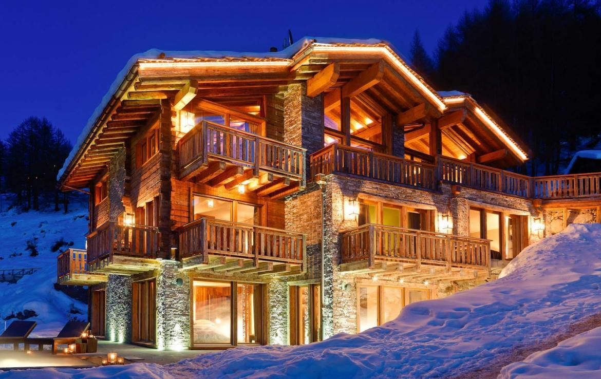 Kings-avenue-zermatt-wifi-sauna-jacuzzi-hammam-childfriendly-cinema-fireplace-grand-piano-lift-wellness-steam-room-plunge-pool-area-zermatt-001