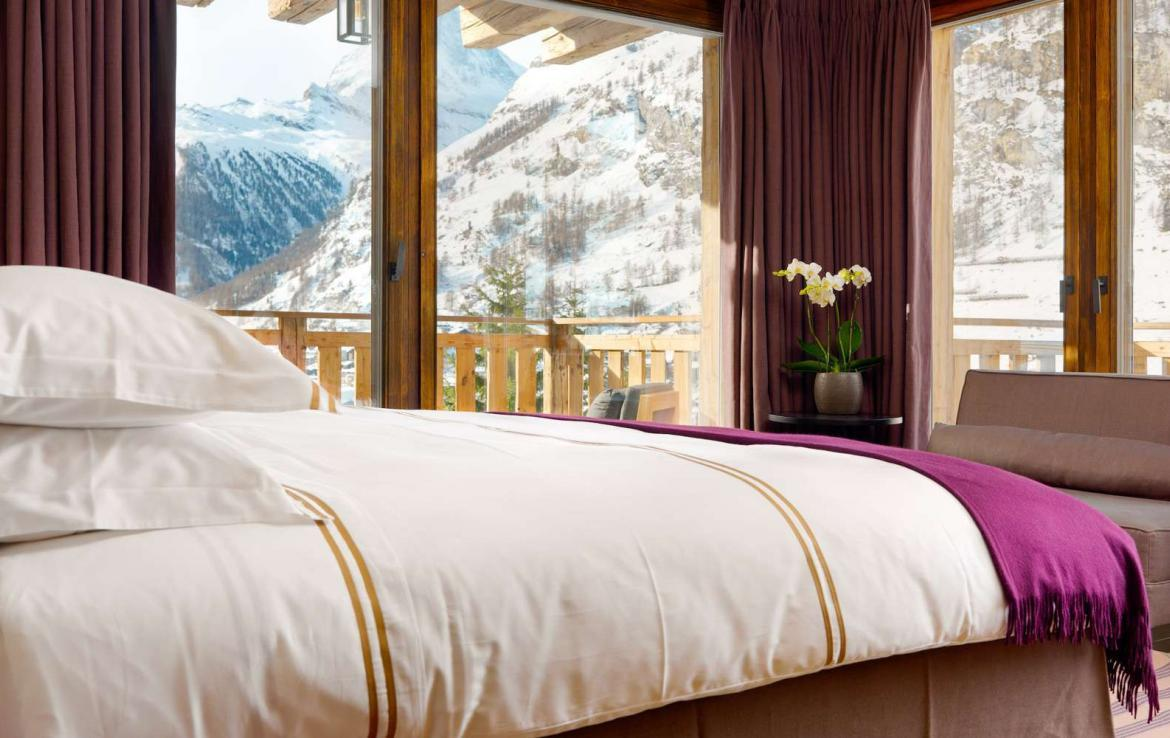 Kings-avenue-zermatt-wifi-sauna-jacuzzi-hammam-childfriendly-cinema-fireplace-grand-piano-lift-wellness-steam-room-plunge-pool-area-zermatt-001-12