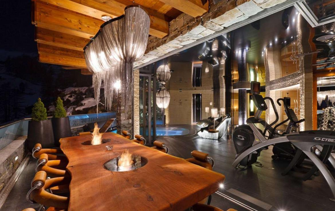 Kings-avenue-zermatt-wifi-sauna-jacuzzi-hammam-childfriendly-gym-fireplace-terrace-balconies-wellness-area-gaming-lift-area-zermatt-002-10