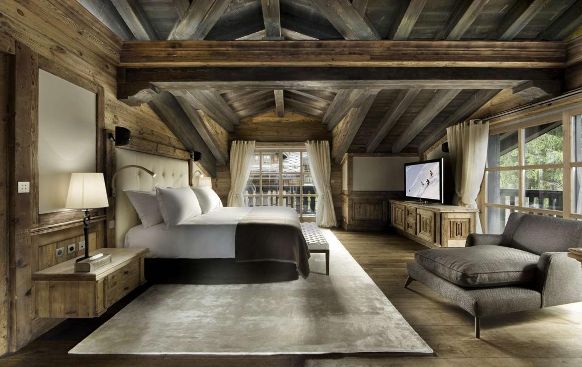 kings-avenue-luxury-chalet-courchevel-001-master-bedroom-with-tv-and-views