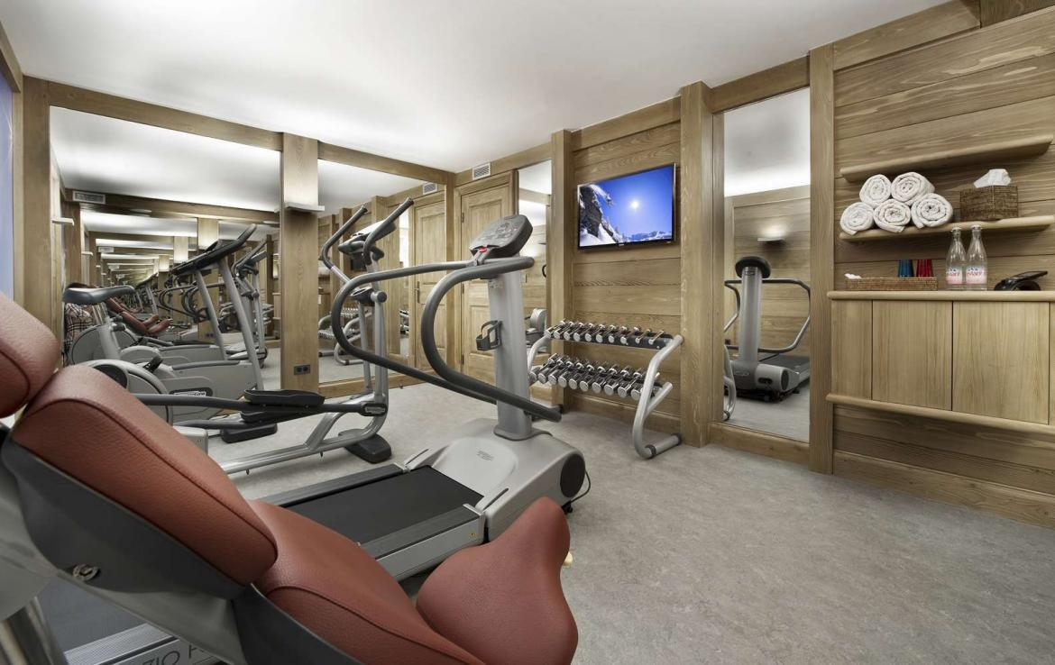 kings-avenue-luxury-chalet-courchevel-004-inside-gym
