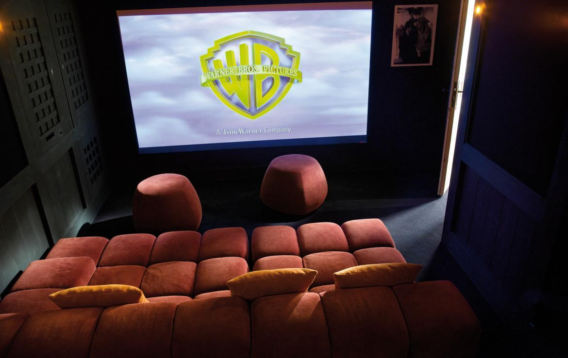 kings-avenue-luxury-chalet-courchevel-005-cinema-room