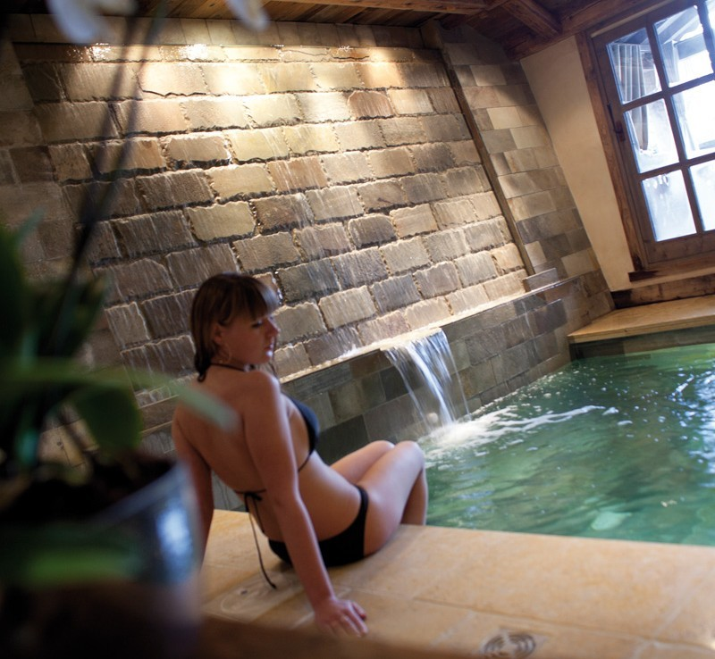 kings-avenue-luxury-chalet-courchevel-005-relaxation-in-the-spa-area-indoor-swimming-pool