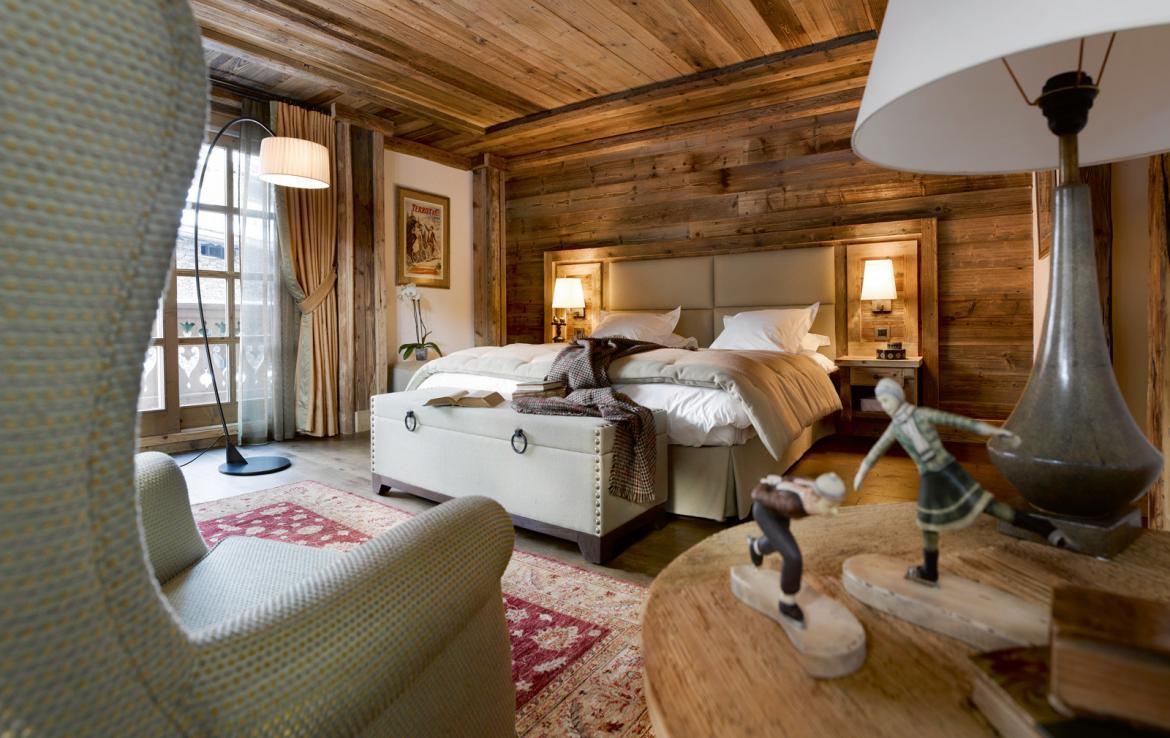 kings-avenue-luxury-chalet-courchevel-005-wooden-bedroom-with-views