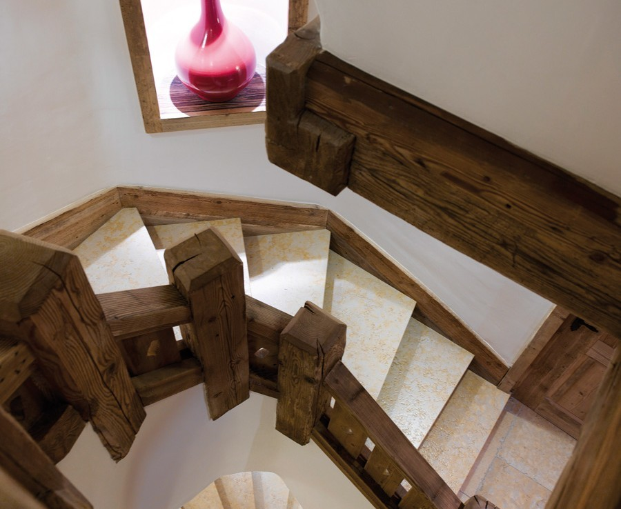 kings-avenue-luxury-chalet-courchevel-005-wooden-stair-to-all-floors