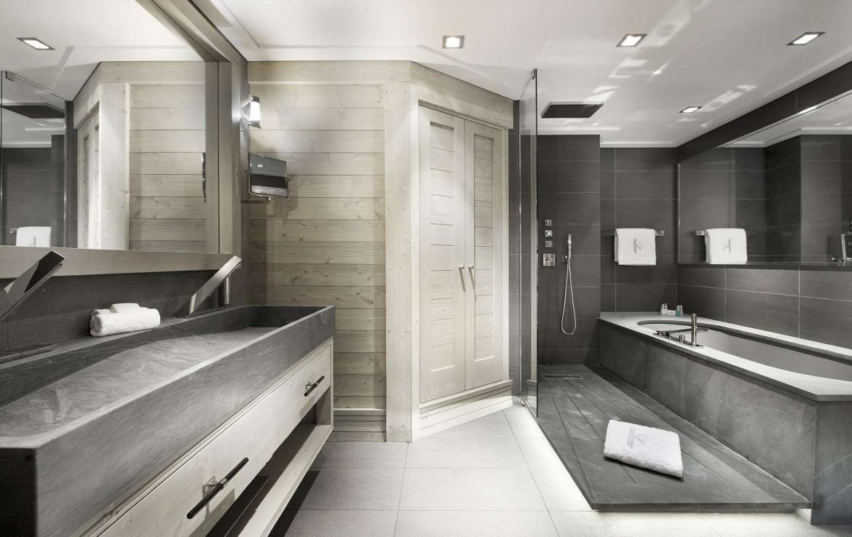 kings-avenue-luxury-chalet-courchevel-007-luxury-bathroom