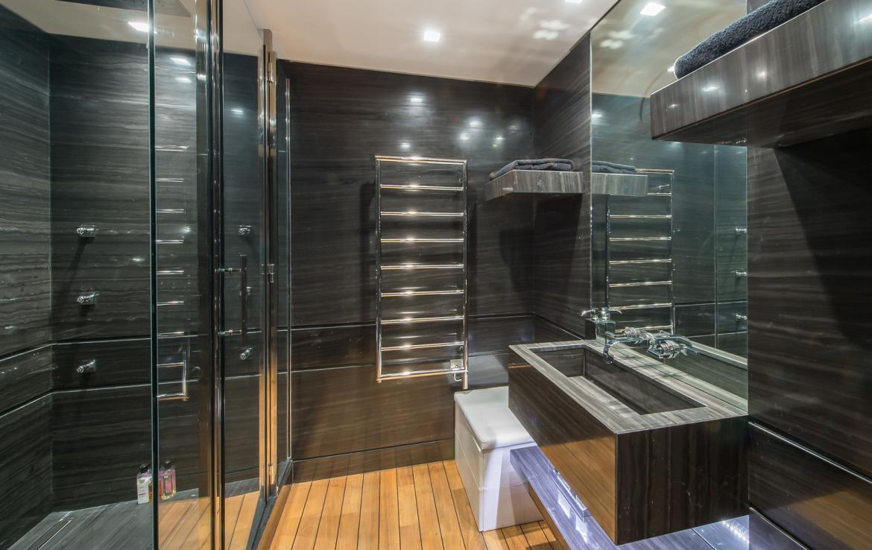 kings-avenue-luxury-chalet-courchevel-008-bathroom