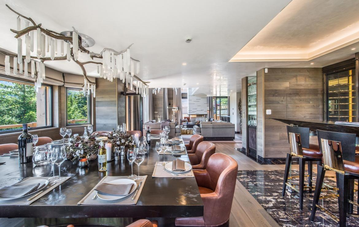 kings-avenue-luxury-chalet-courchevel-008-dining-area-with-dining-table