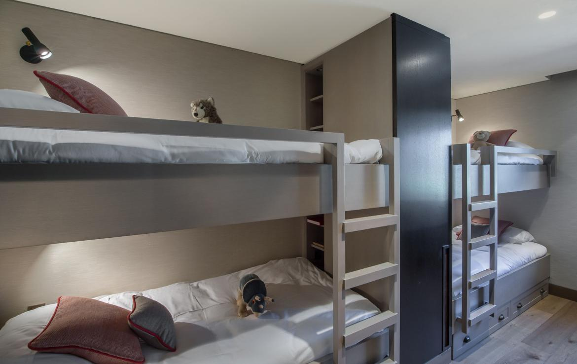 kings-avenue-luxury-chalet-courchevel-008-kids-bedroom-with-bunk-beds