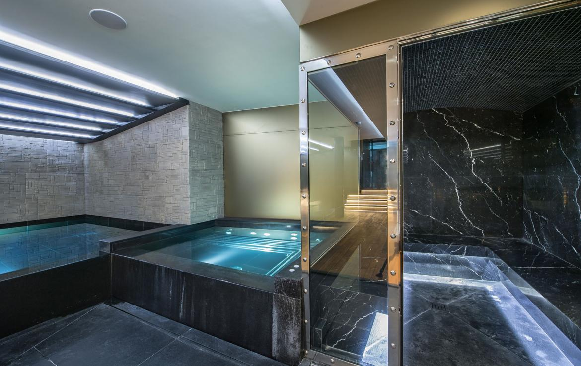kings-avenue-luxury-chalet-courchevel-008-spa-area-with-swimming-pool-and-hammam