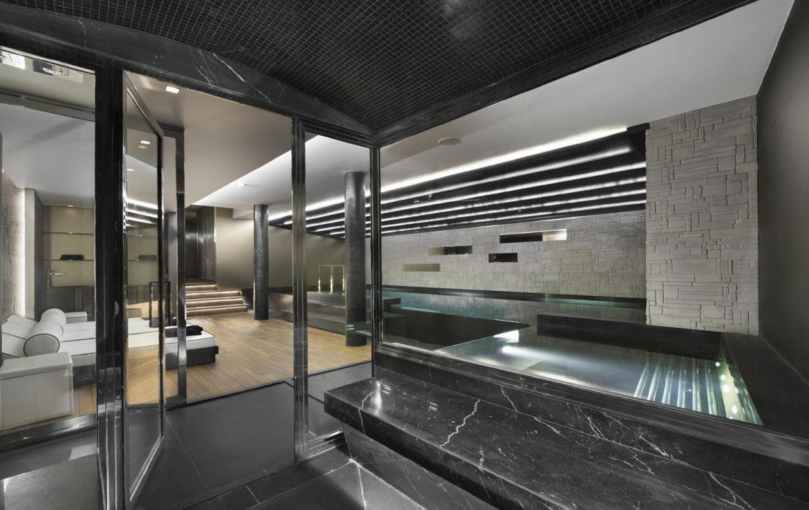 kings-avenue-luxury-chalet-courchevel-008-spa-area-with-swimming-pool-side-view