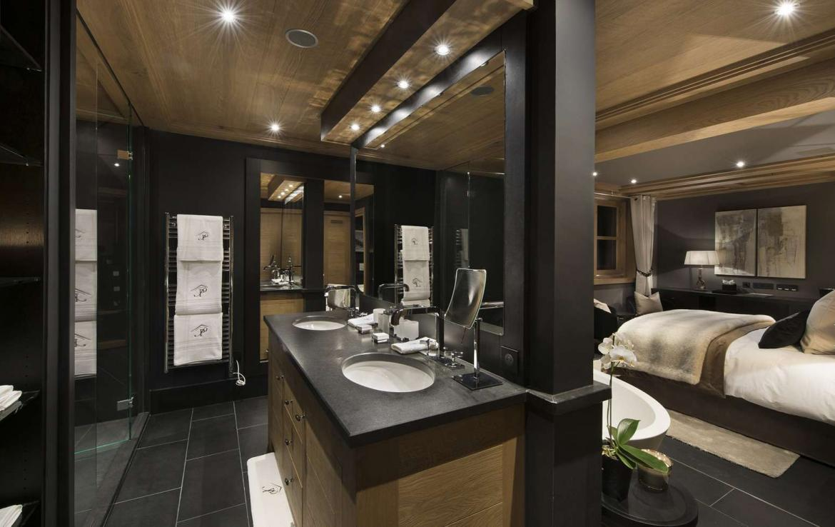 kings-avenue-luxury-chalet-courchevel-009-bedroom-with-bathroom