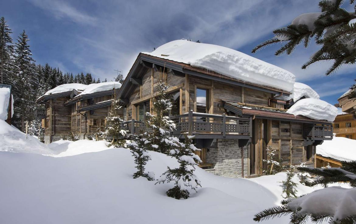 kings-avenue-luxury-chalet-courchevel-009-exterior-snow-blue-sky